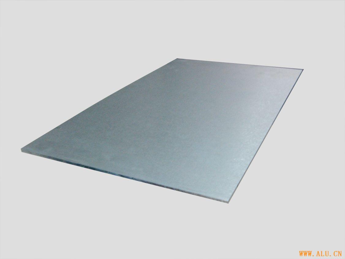 Pre-stretching board