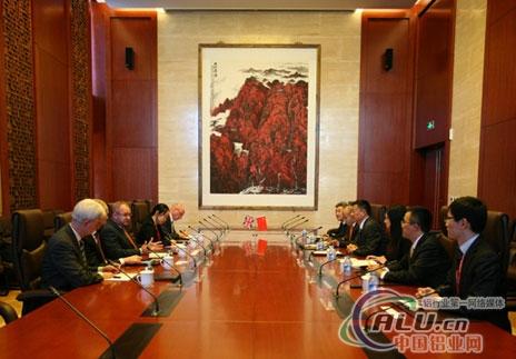 中国五矿集儿子团弄尽裁剪周中枢会面英美资源集儿子团弄CEO孔廷礼