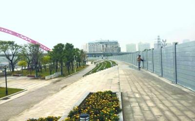 武汉造拼装式防洪墙亮相汉江畔 用特殊铝合金制成