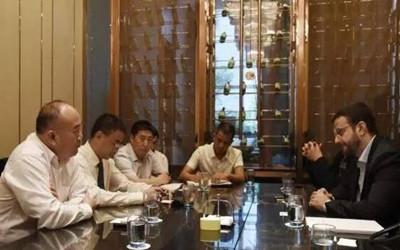 广投集团副总裁吴大奎与阿联酋环球铝业进行商务洽谈