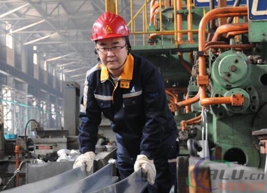 用青春淬炼银色梦想——记全国技术能手、东轻特材公司5000吨水压机主操纵手赵雨厚