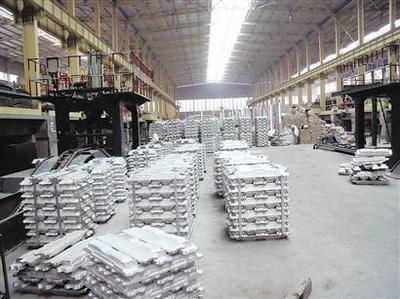 中心组兴致勃勃地参观了阿坝铝厂展板区,在线监控平台, 铝合金生产