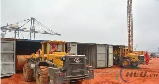 烟台港集装箱码头公司矾土装箱作业创新高