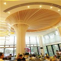 休闲场所用弧形造型木纹铝方通天花吊顶