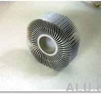 专业生产销售太阳花、高密度散热器等高难度工业型材